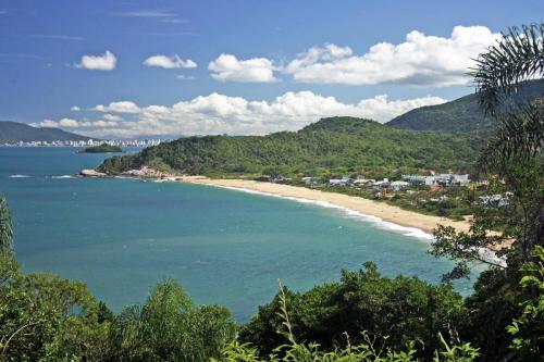 praia-do-estaleirinho-balneario-camboriu-1