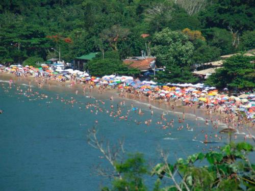 praia-de-laranjeiras-balneario-camboriu--sc-3