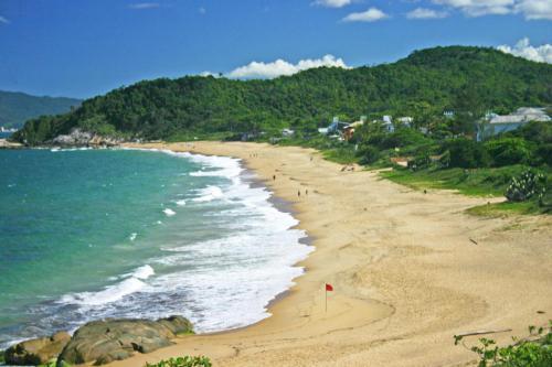 praia-do-estaleirinho-balneario-camboriu-2