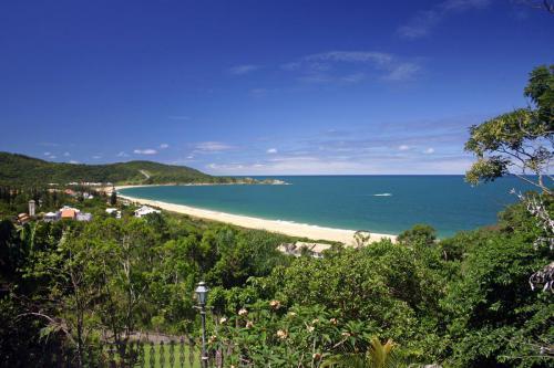 praia-do-estaleiro-balneario-camboriu-1