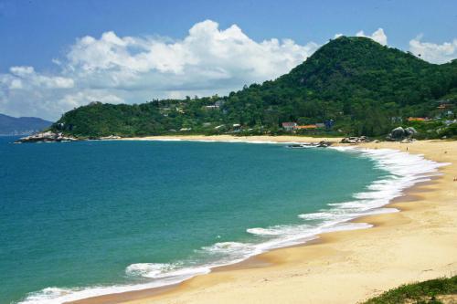 praia-do-estaleiro-balneario-camboriu-2