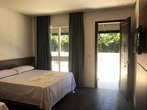 suites-pousada-praia-do-estaleiro-camboriu-2